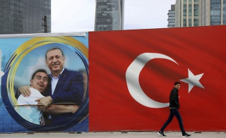 Plakat wyborczy Recepa Tayyipa Erdoğana, Ankara, 31 marca 2019 r. / FOT. Ali Unal /AP/Associated Press/East News