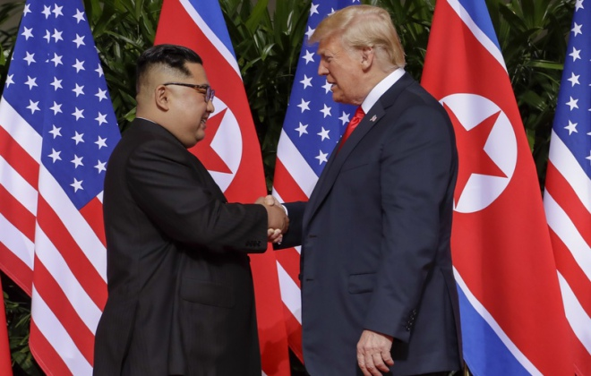 Kim Dzong Un i Donald Trump, Singapur, 12 czerwca 2018 r. / Fot. Evan Vucci / AP Photo / East News
